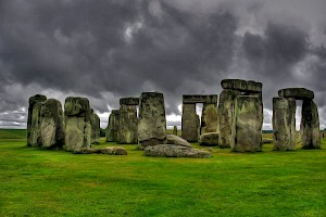 Stonehenge by Qalinx licensed under CC BY 2.0
