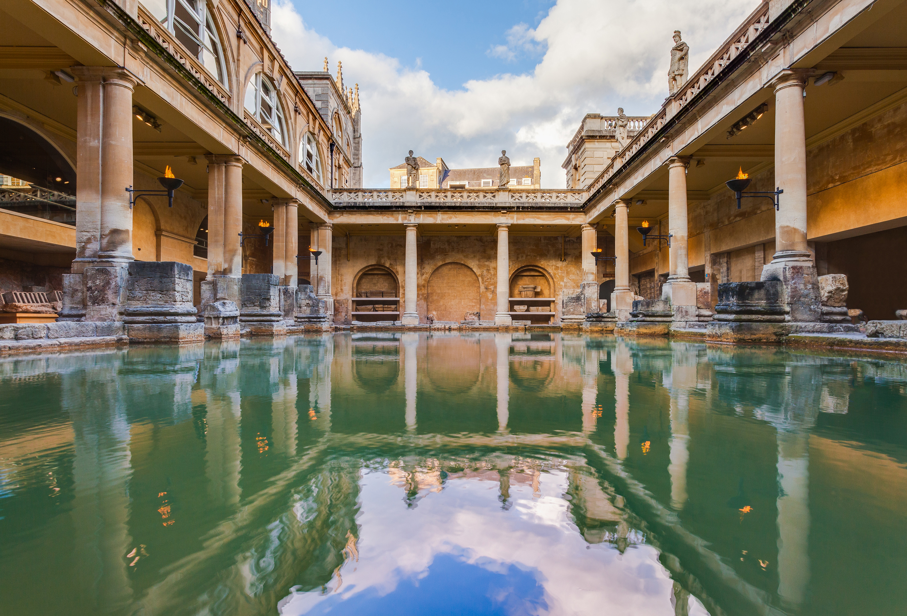 Roman baths, Bath, England by Diego Delso licensed under CC BY-SA 2.0