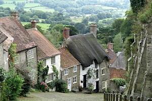 Gold Hill, Shaftesbury by Charles D P Miller is licensed under CC BY 2.0