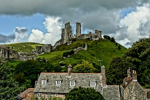 Corfe Castle by Iain A Wanless is licensed under CC BY 2.0