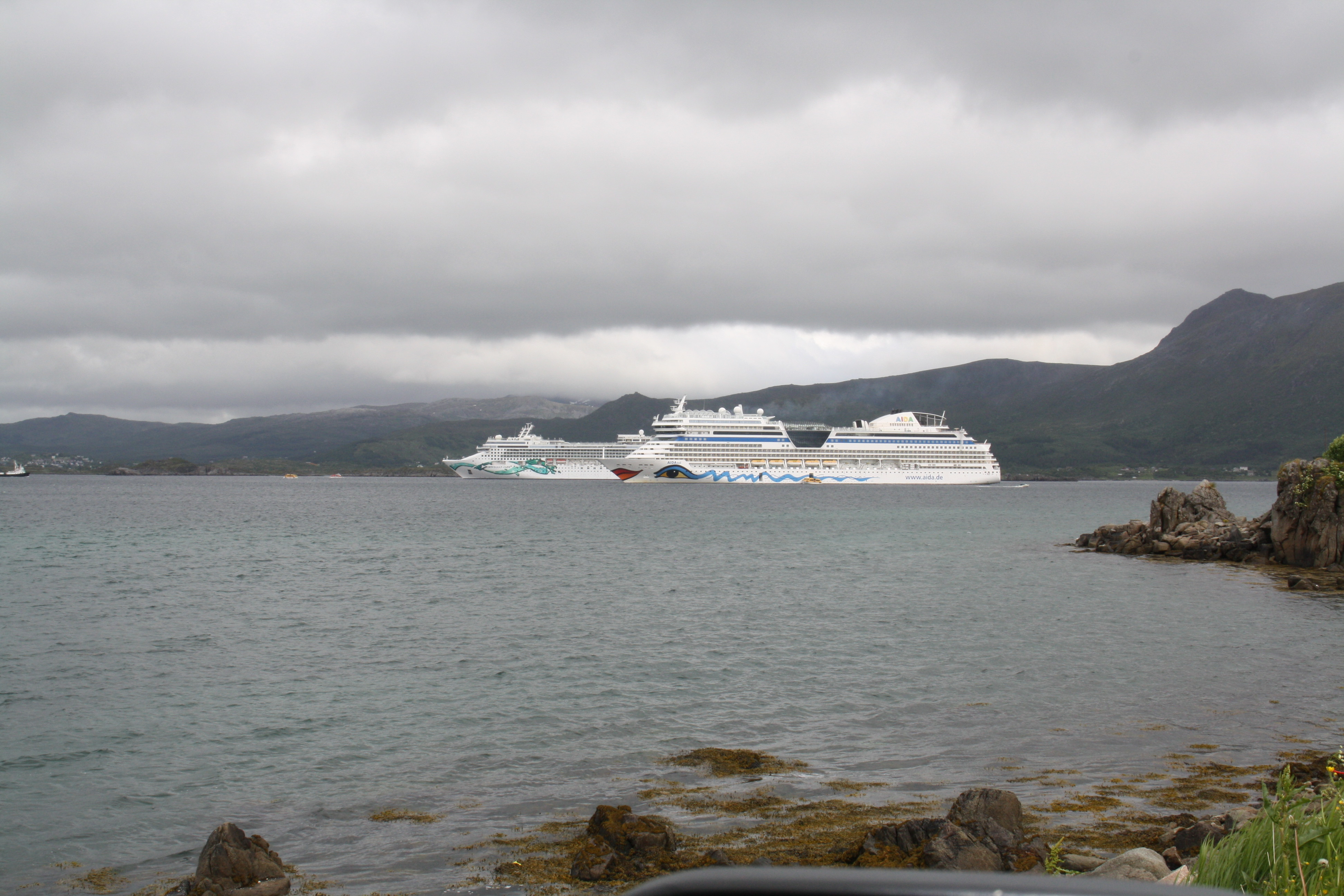 Aidasol & Norwegian Jade at Leknes harbour