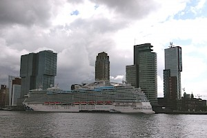 Sky Princess in Rotterdam. Nieuw Statendam and Seabourn Ovation will be coming in